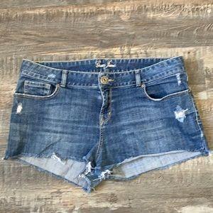 Guess cute jean shorts